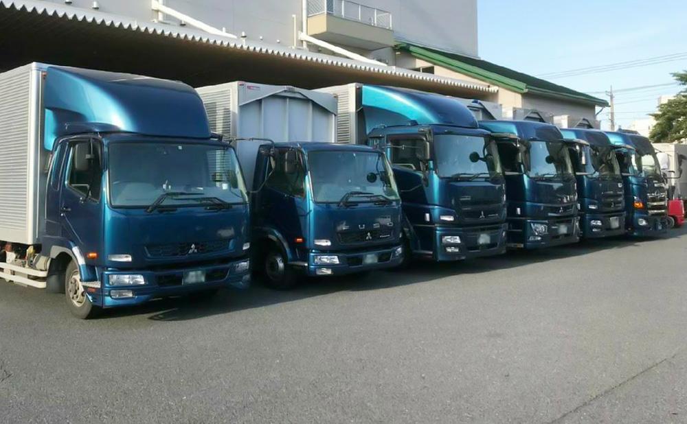弊社では葬儀受付代行サービスの他、一般貨物自動車運送事業も行っております。大型車から小型車まで幅広く備えており、お荷物の配送を承ることが可能です。関東一円に対応しておりますので、ご用命下さい。